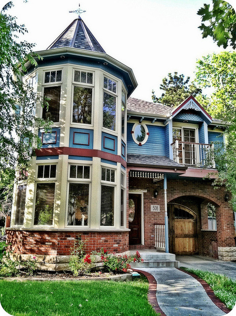 Queen Anne victorian house, Fort Collins, CO by eg2006 on Flickr.Via Flickr: Really like the two-story turret on this house.