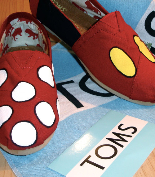 who else loves toms? you can find these on etsy. So cute!