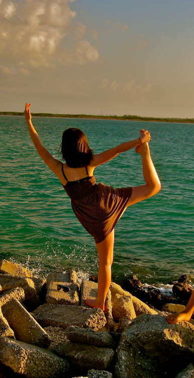 yoganywhere:  Beautiful pose - thanks for the submission!! www.harmoniousdiscord.tumblr.com