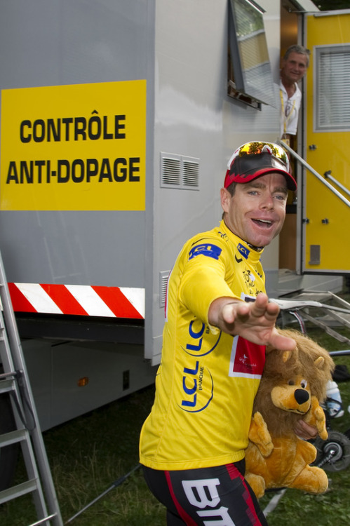 "Tour de France 2011 | Stage 20 Cadel: ""Pee in a cup? Sure, I'd love to!  Can I bring my lion?"" Lion: ""I do not need to see this"". (via Yellow Jersey Of Overall Leader, Australia's Cadel Evans, Waves - Yahoo! Sports Photos)"