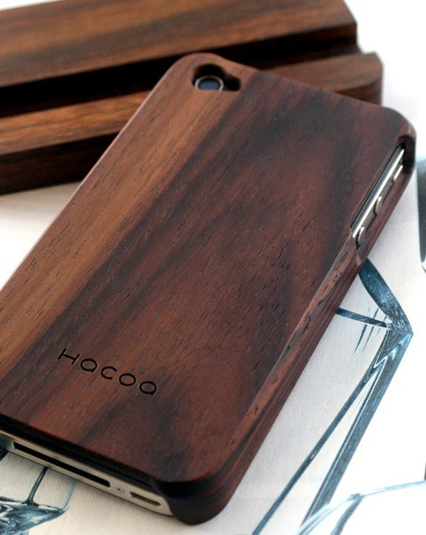 minandtonic:  (via design. / Wooden iphone case)