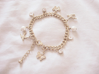 I really want to get a good quality charm bracelet… and not the Juicy one. (read: tacky)