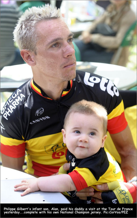 fuckyeahcycling:  Tour de France 2011 | Rest Day PhilGil gets a visit from son Alan.  B'awwww!  This is so cute :)