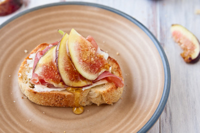 gastrogirl:  crostini with fig, goat cheese, and prosciutto.   I