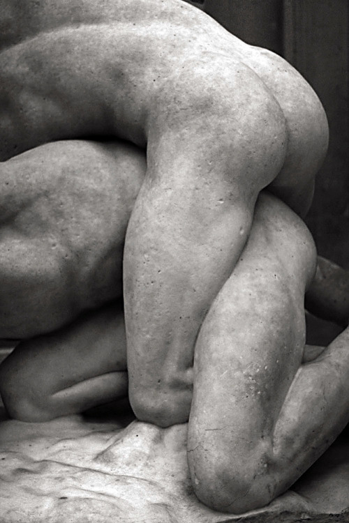 "Wrestlers (detail)Philippe Magnier (1647 - 1715) Musée du Louvre, Paris Copy of the celebrated group of the ""Uffizi wrestlers"", stored in the Galleria degli Uffizi in Florence, Italy. Marble, 1684–1688."