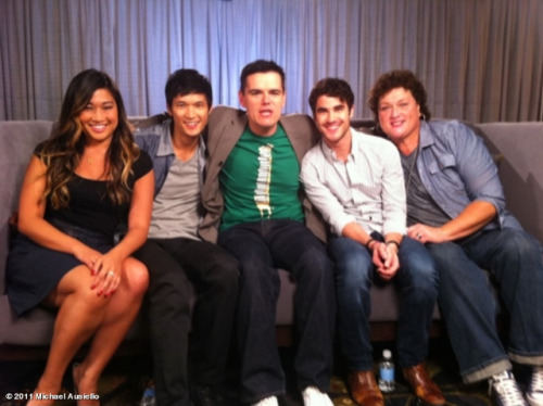 Jenna Ushkowitz, Harry Shum Jr., Darren Criss, and Dot Marie Jones with Michael Ausiello (center) at Comic-Con.