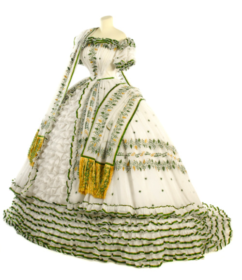 Dress and stole worn by Empress Elisabeth of Austria, 1854 Germany Check out the Arabic lettering: