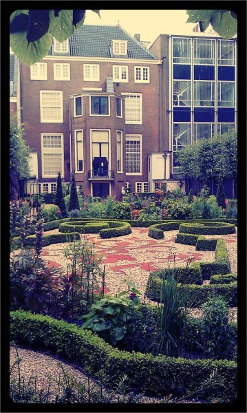Jardin Holandes (Taken with picplz in Amsterdam, The Netherlands.)
