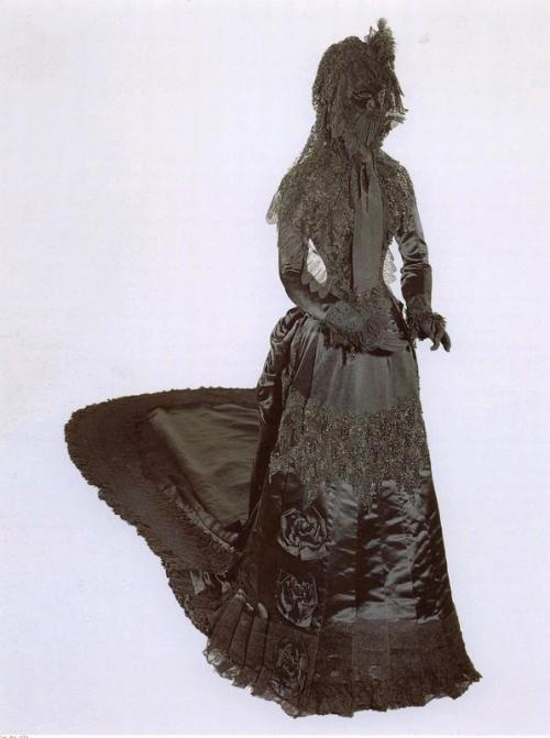 Mourning dress worn by Empress Elisabeth of Austria, 1889