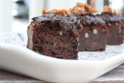 gastrogirl:  pecan, bourbon, and bacon brownie.    WANT! Prolly I should bake a batch when the heatwave is over… Hopefully soon.