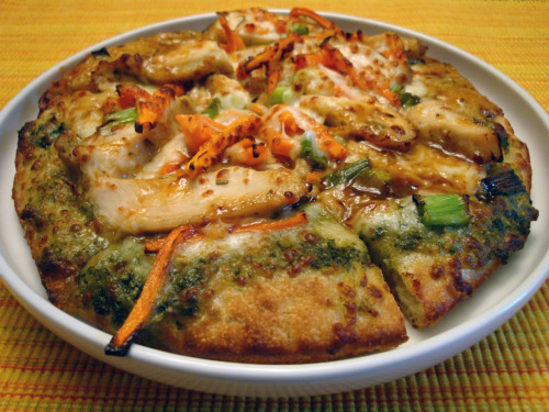It was Schlotzsky's cheap pizza Sunday! — part 2: Thai chicken (chicken breast, mozzarella, basil pesto, thai peanut sauce, carrots, cilantro & green onions on sourdough.)