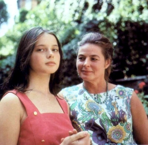 love intweetion:  suicideblonde:  Isabella Rossellini and her mom Ingrid Bergman  [Yep, I've already posted this.Still it's so beautiful I have to do it again.]