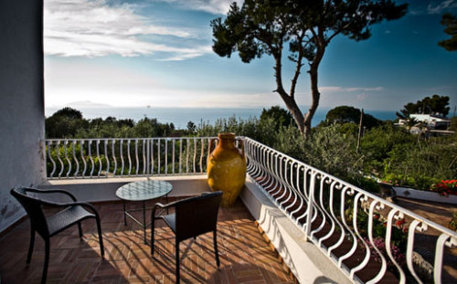 Set in gorgeous gardens and with stunning views of the sea, Capri's guest house Giardino dell'Arte is the perfect island hideaway.