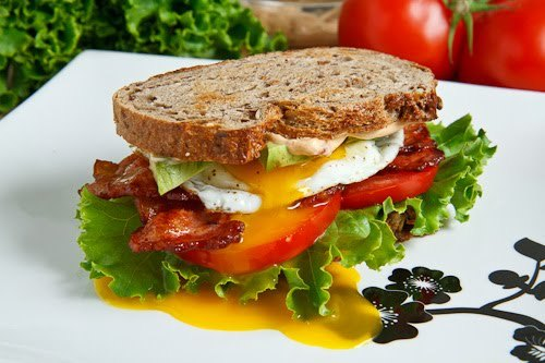 fattiesdelight:  Avocado BLT with Fried Egg And Chipotle Mayo