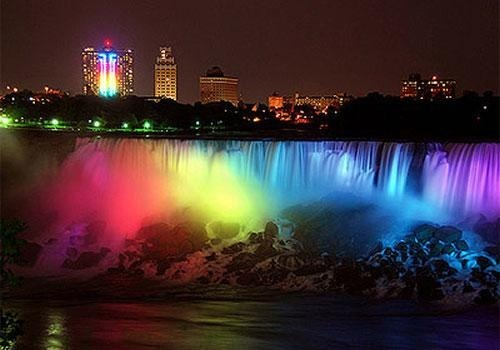 civillyunioned:  Niagra Falls alight in rainbow colors for New York Marriage Equality.