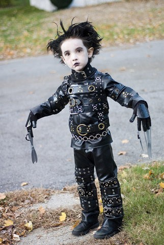 omg tiny eddie scissorhands!
