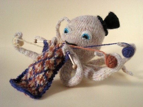 laughingsquid:  Knitting Octopus  Totally wins.