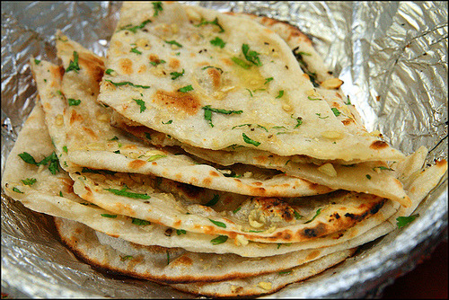 shelovesasianfood:  Garlic Naan