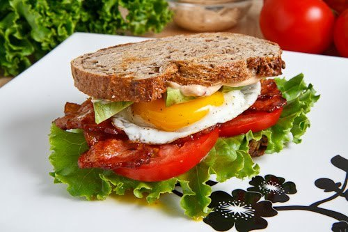 fuckyeahfewd:  (via Closet Cooking: Avocado BLT with Fried Egg And Chipotle Mayo)