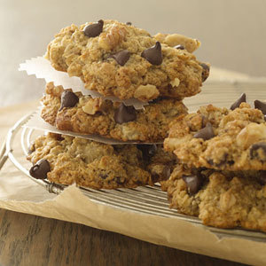 fantasticedibles:  Banana Oatmeal Chocolate Chip Cookies Recipe   Om nom nom nom