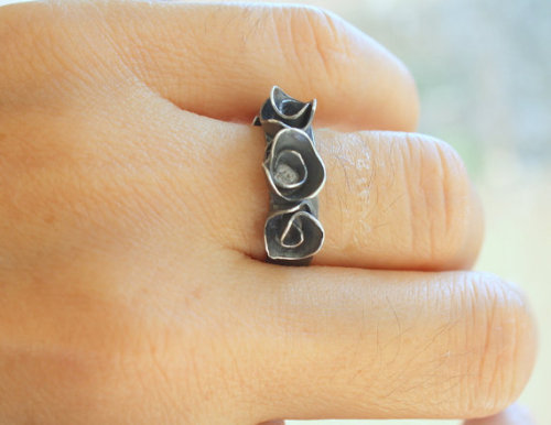 (via FREE SHIPPING Three Rose Ring Adjustable by meltemsem on Etsy - wanelo)