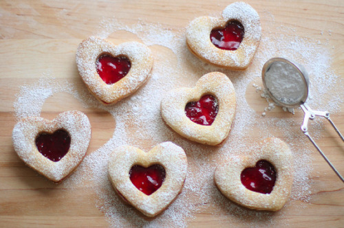 Omgomgomg. These cookies are my favorite. Like, EVER. Linzer cookies ♥