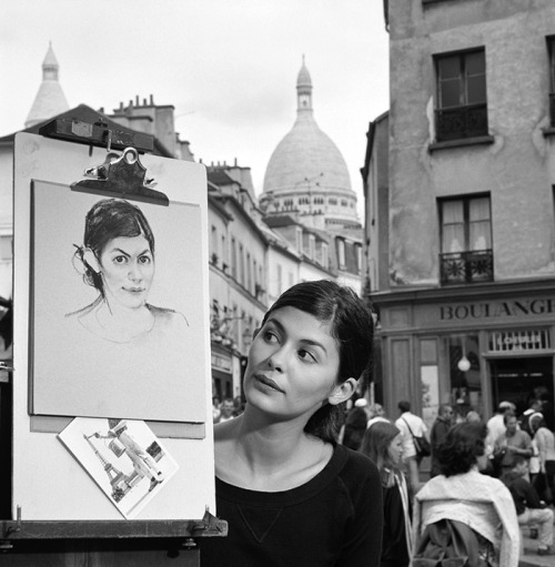finestrasulcortile:  Audrey Tatou and her caricature in Paris