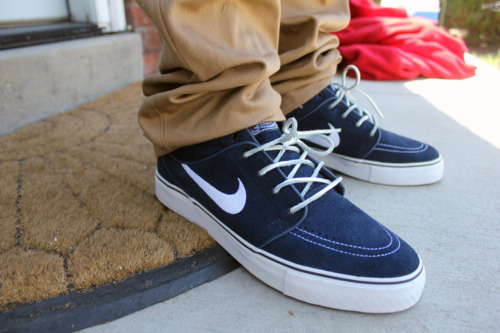 BLUE SUEDE JANOSKI'S!?!?!?!?!!? WHY IS THIS THE FIRST I HAVE SEEN OF THEM? LIFE IS SOO SAD
