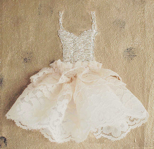heartbeatoz:  (via ZsaZsa Bellagio: Ivory Dresses, So Romantic)