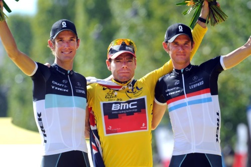 "Cadel Evans: ""I'm very proud of being in the middle of these two brothers""Andy, Cadel Evans and Fränk Schleck, at the podium in Paris. Tour de France 2011."
