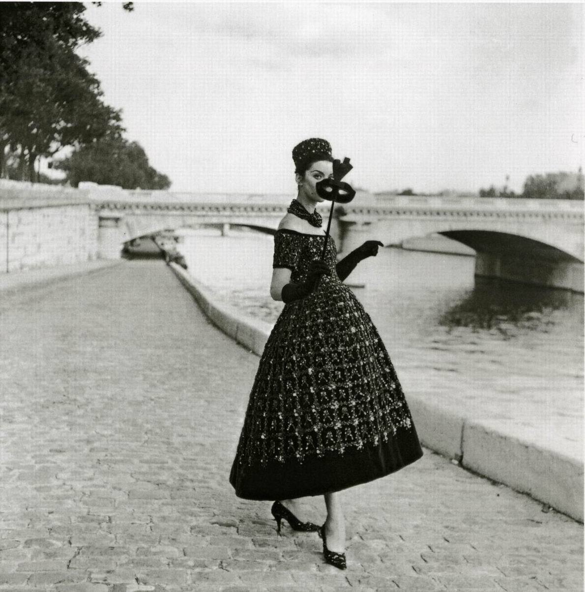 Model dressed in a Dior dress by Yves Saint Laurent (1958). Willy Maywald.