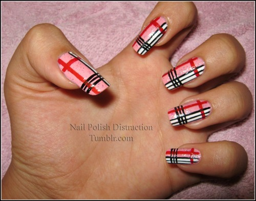 nailpolishdistraction:  Plaid Nails =)
