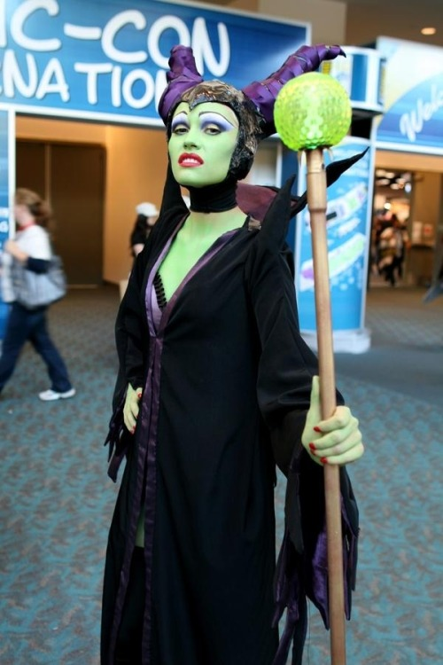 cosgeek:  Maleficent cosplay Taken at Comic Con 2011 Via: captainsblog1701