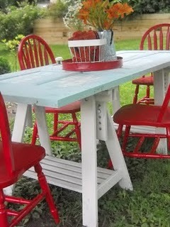 cajunmama:  A picnic table made from an old door and sawhorses.  Click for the how-to. (via Embracing Change: Old Doors Rock My World: A Unique Outdoor Table)