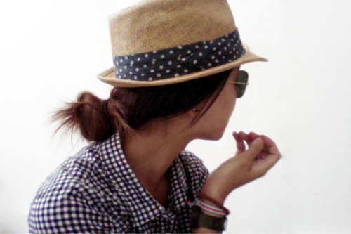 whatsnottolove:  Gingham, hat, and ray bans. This is too cool!