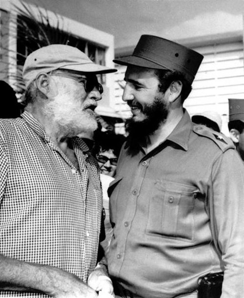 awesomepeoplehangingouttogether:  Ernest Hemingway and Fidel Castro