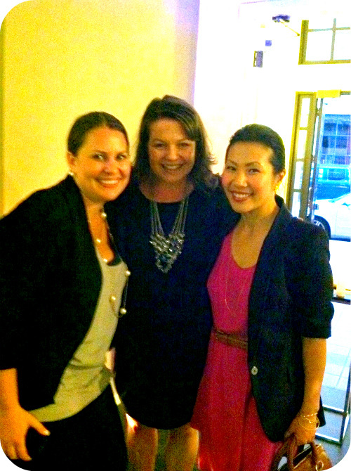 Hanging out with Lindsay , Melissa (Savvy in San Francisco) and me.