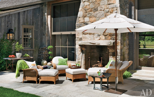 The woven seating on the terrace is by Oscar de la Renta for Century Furniture.
