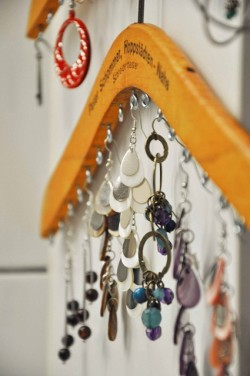 Turn wooden clothes hanger into Jewelry Organizer click here for tutorial!