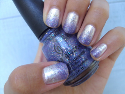 Pearl & Lilac Gradient China Glaze's Platinum Pearl, Nova, & Electric Lilac Very similar to this gradient i did awhile back, but with sparkles!