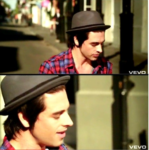 kimmsays:  marveesantos:  I love Chris Carrabba <3  <3