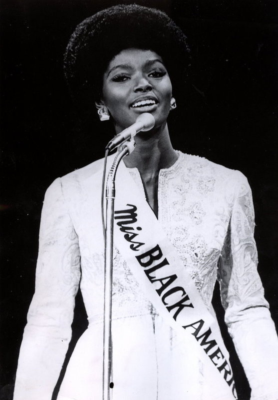 unapproachableblackchicks The first Miss Black America, Saundra Williams. such a beautiful afro! Doesn't need anything else.