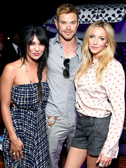 Kellan Lutz gets sandwiched in between former Gossip Girl stars Jessica Szohr and Katie Cassidy. The trio attended the DKNY Sunglasses party held in New York City last night.