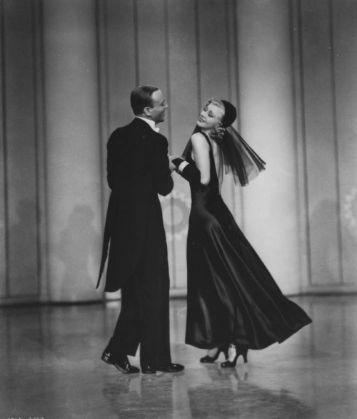Fred Astaire and Ginger Rogers in Shall We Dance (Mark Sandrich, 1937) -via hedda-hopper