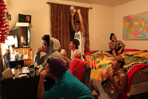 forever-leo:   this is what a guys sleepover looks like dudes checkin out girls on the computer niggas playin xbox that one guys thats taken and a dude who jus feels like singing  i finally know