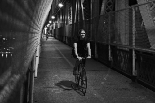 riverflowsthroughit:  Midnight bikeride over Manhattan Bridge