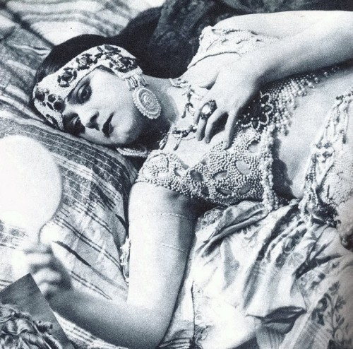 "My Bohemian History hollywoodsgoldenage:  Theda Bara, the ""Vamp"""