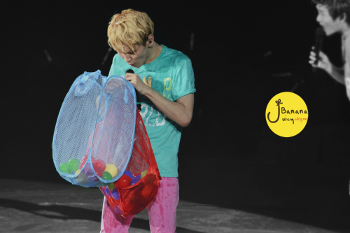 shineetown:  110716 Key @ SHINee 1st Concert Taiwan Credits: Banana Juicy (no editing and removal of logo)