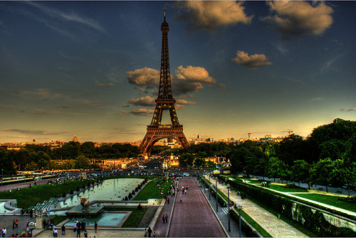 ciarabella:  25 Stunning Photographs of the Eiffel Tower, on offtoeurope.com