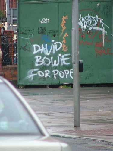 chickenheadspecial:  warbabylon:  David Bowie For Pope  THIS IS THE BEST POSSIBLE TIME TO REBLOG THIS PICTURE